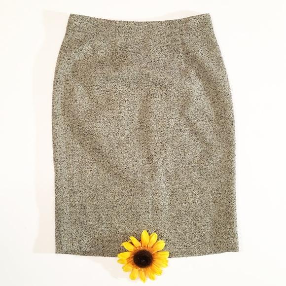 ff472286ff Ann Taylor Dresses & Skirts - Ann Taylor white/black peppered wool midi  skirt 0